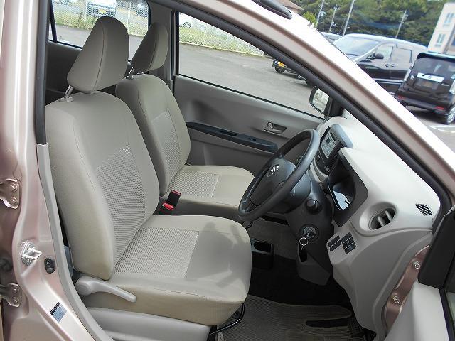 シンプルなデザインの運転席回りです!