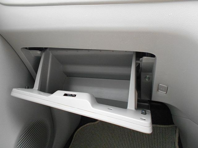 車検証入れなどに便利なグローブボックス!!