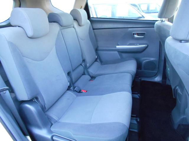 後席空間も十分な広さを確保しています!