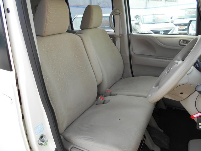 ベンチタイプシートが室内の広さを感じさせます!
