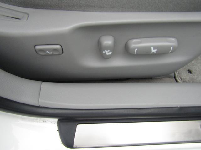 パワーシートでシートポジションの微調整が可能です!正しい運転姿勢は安全運転に繋がります!