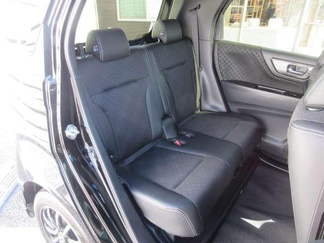 ☆ゆったりした後部座席☆ゆとりのある車内空間を演出します☆