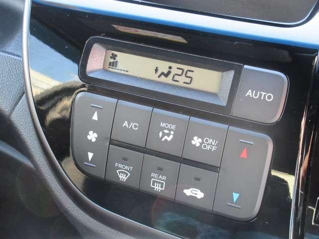 ☆操作も楽々なフルオートエアコン付☆車内温度を一定温度で管理することが出来ますので、車内温度の寒暖の変化に気を使うことなく運転に集中出来ます☆