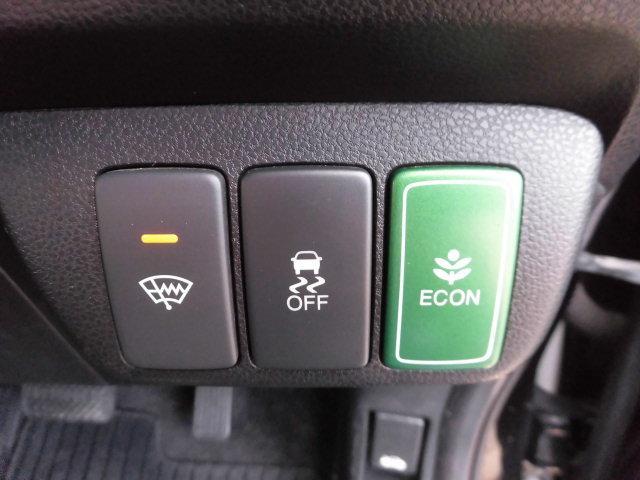 ECONモードにするとエンジンやエアコンなど自動制御して燃費効率をアップさせます。