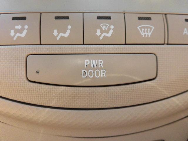 リア左側パワースライドドア付です。運転席からボタン一つで開閉可能です。