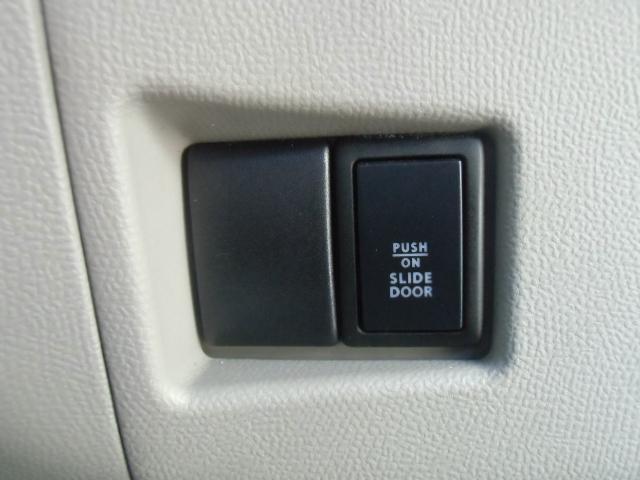 運転席からスイッチで左リアスライドドアの開閉ができます。
