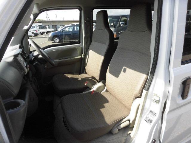 DX エマージェンシーブレーキパッケージ 4WD 衝突軽減ブレーキ AUX付ナビ Bluetoot接続 DVD再生 ETC キーレス レンタカーアップ車(13枚目)