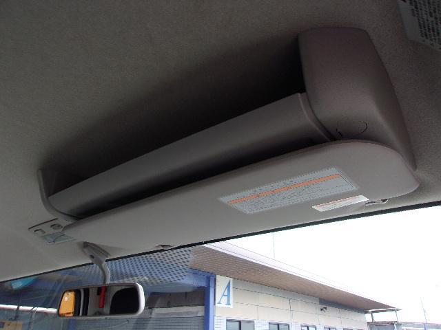 運転席側オーバーヘッドトレー付です。カードホルダーも付いています。