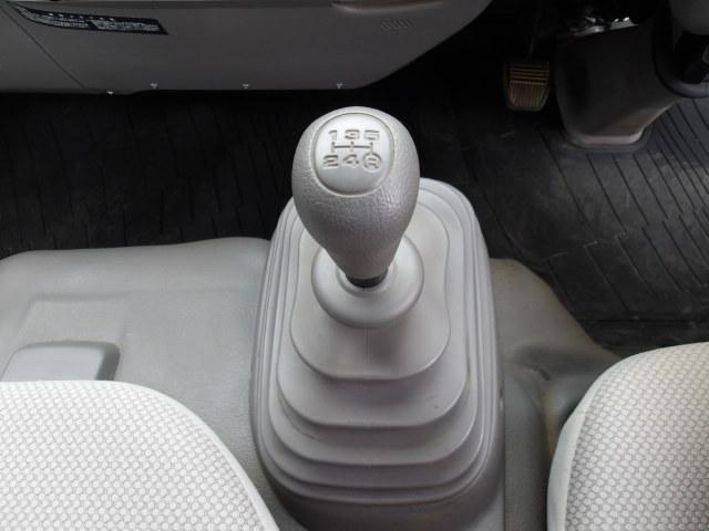 保証項目は、エンジン/オートマ/電装品/エアコン/ブレーキ等合計180項目が対象です。期間は1年間限定ですが、加入後走行5万キロまで保証です。車両により料金が異なりますので、金額は直接お尋ねください。