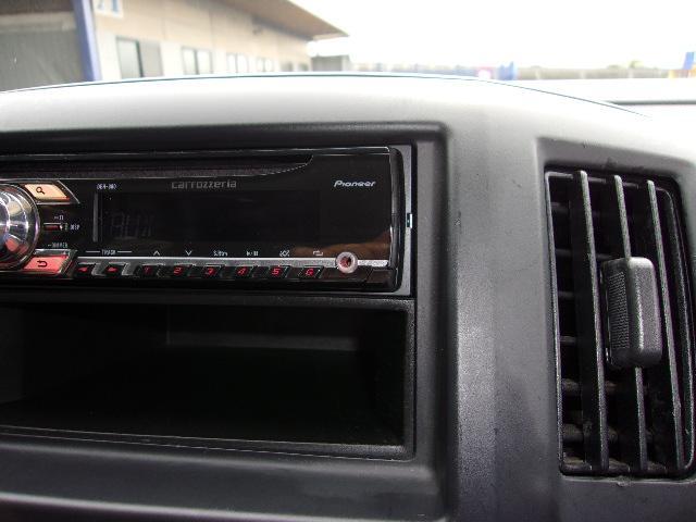 AUX付CDデッキです。有線でのAUX接続が可能です。