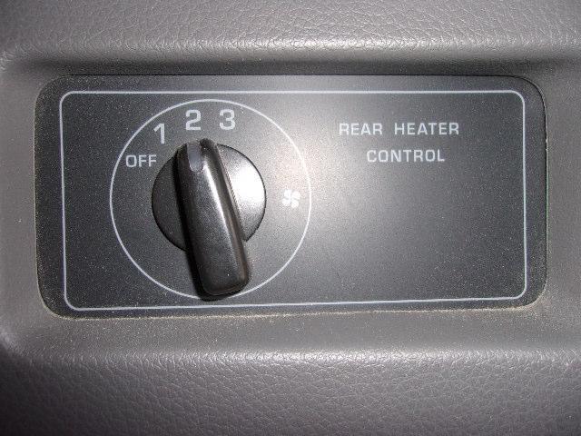 後席エアコン風量調整できます。