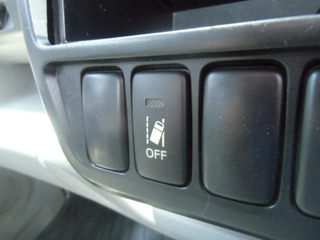 車線逸脱警報装備しています。警報ブザーとディスプレイ表示で注意喚起します。