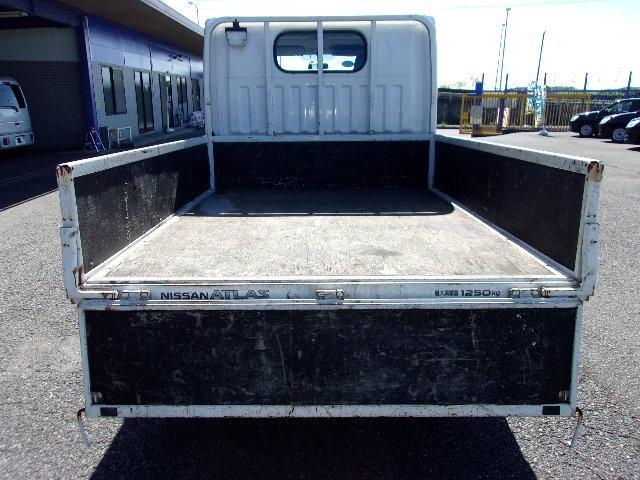 木製デッキ3方開、最大積載量1250kgです。