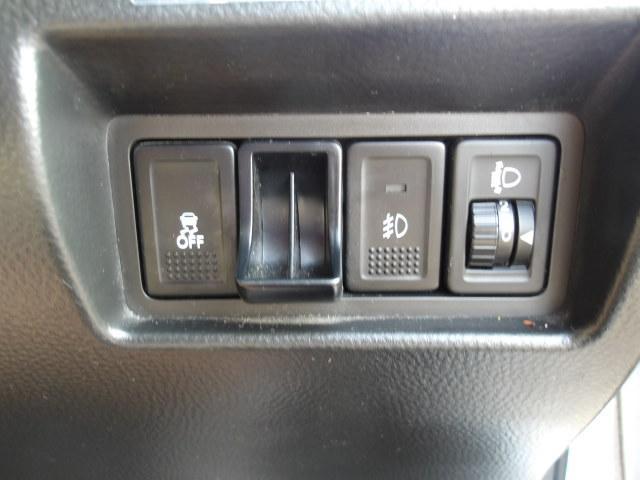 横滑り防止・フォグランプ・ヘッドライトレベライザー各スイッチです。