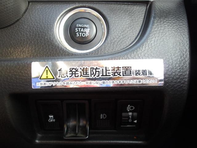 エンジンスタートボタンです。キーが車内にあればエンジンの始動・停止はブレーキを踏んでスイッチを押すだけで操作が可能!キーを取り出す手間が省けワンプッシュでエンジンを操作出来ます。
