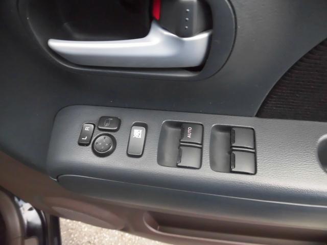 ボタンでミラーの調整や格納ができます!