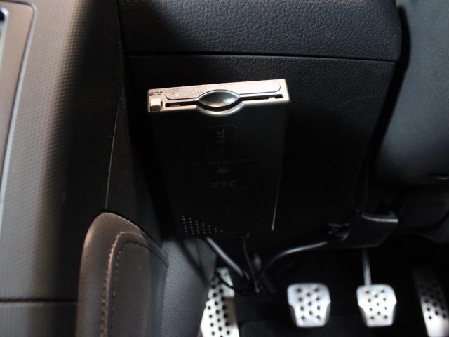 ステアリングリモコン付き!運転をしながらオーディオ操作が出来ます。