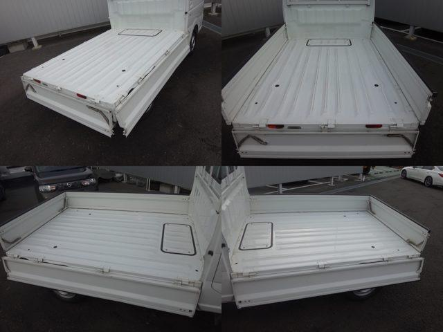荷台床面地上高650mm、荷台有効長1940mm、荷台幅1410mm。農作物のコンテナやビールケースから角材などの長尺物までたっぷり積み込むことができます。低い荷台で積み降ろし作業も楽に行えます。