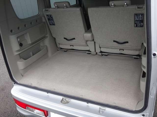4名乗車時は大人4人がゆったり座れるとともに、余裕のラゲッジスペースも確保。