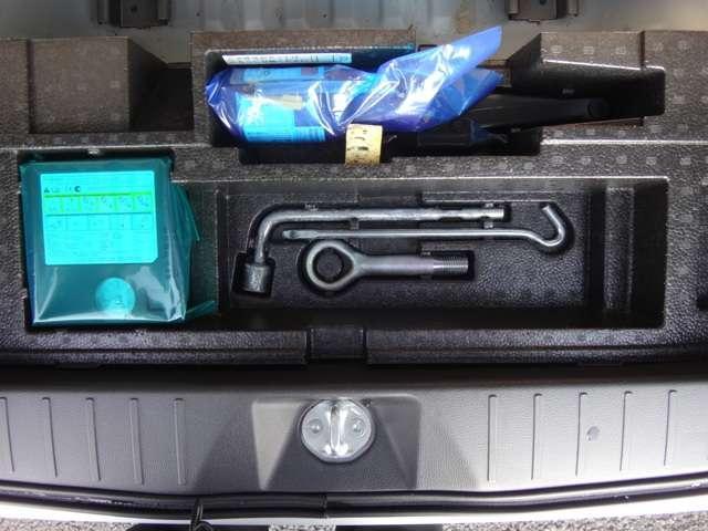 ◆タイヤパンク応急修理キット◆タイヤレンチ◆ジャッキ◆ ※ロードサービス(JAF)に加入すると、万一の時バッテリー上がり、キーの閉じこみなど24時間、無料で対応が可能です。当社でも加入できます!