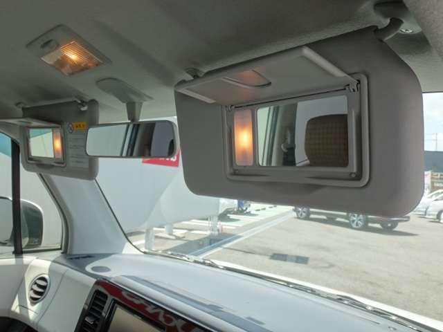 照明付バニティーミラー★運転席、助手席に装備しています。
