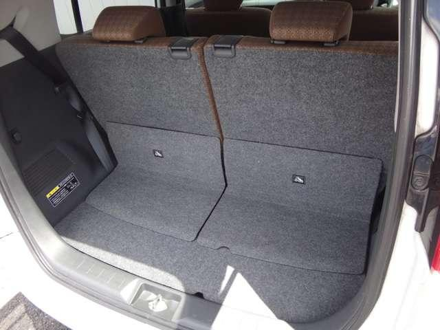 後ろの席も、スライドとリクライニング機能がついています!