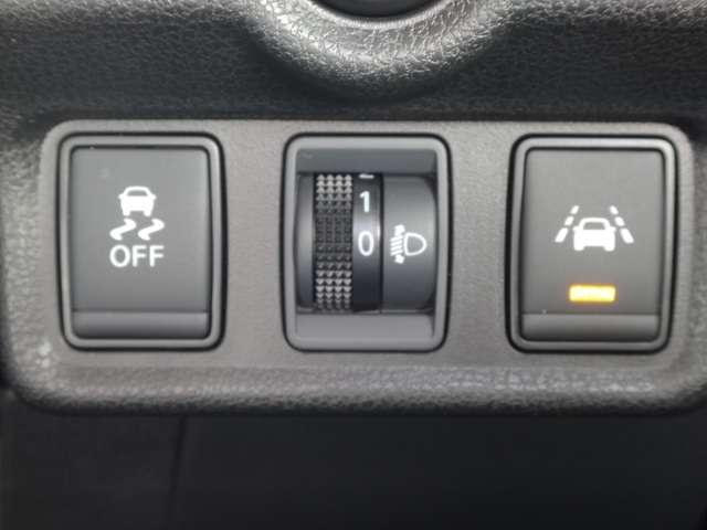 横滑り防止装置付き☆滑りやすい路面やカーブなどでしっかりと運転をアシストしてくれます!◆車線逸脱警報☆意図せずに走行車線から逸脱しそうな場合、警告灯とブザーで注意喚起します。