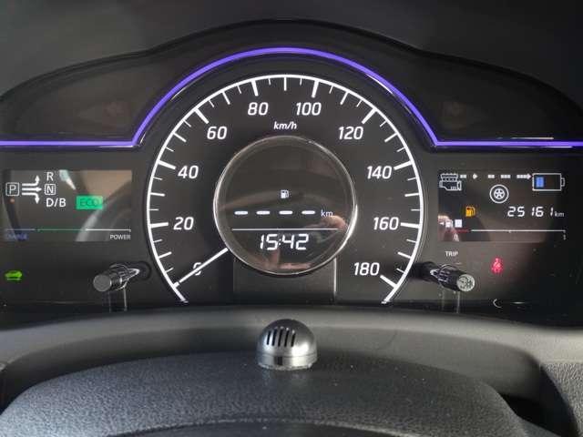 e-POWER専用メーター★モーター出力、エネルギーフロー表示、各種燃費表示機能、バッテリー残量、デジタル時計、航続可能距離などが表示されます。 走行距離 25160km
