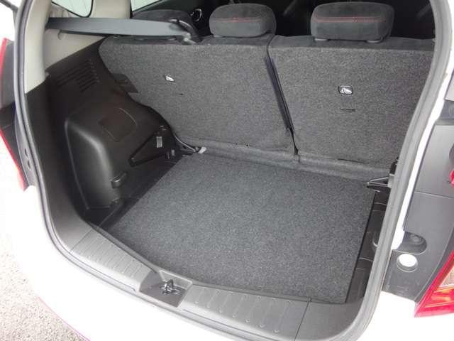 4人乗車でも、ベビーカーを1台積載することが可能です。