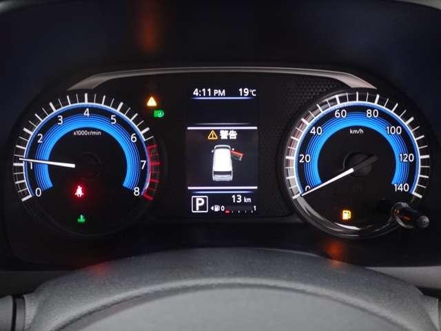 メーター内のカラーディスプレイには運転をサポートするさまざまな情報を表示します。 走行距離 13km