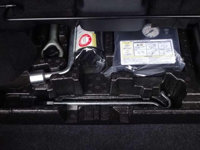 ◆タイヤパンク応急修理キット◆タイヤレンチ◆けん引フック◆ ※ロードサービス(JAF)に加入すると、万一の時バッテリー上がり、キーの閉じこみなど24時間、無料で対応が可能です。当社でも加入できます!