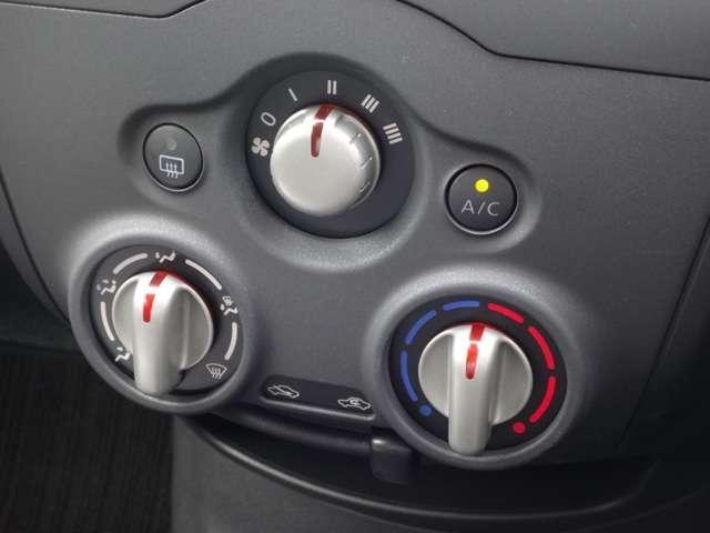 アイドリングストップ☆エンジンのアイドリング運転を停止し、燃費の向上や排気ガスの抑制を図ります◆エマージェンシーブレーキ★衝突の可能性が高まった時、警告もしくはブレーキをかけて衝突の衝撃を軽減します!