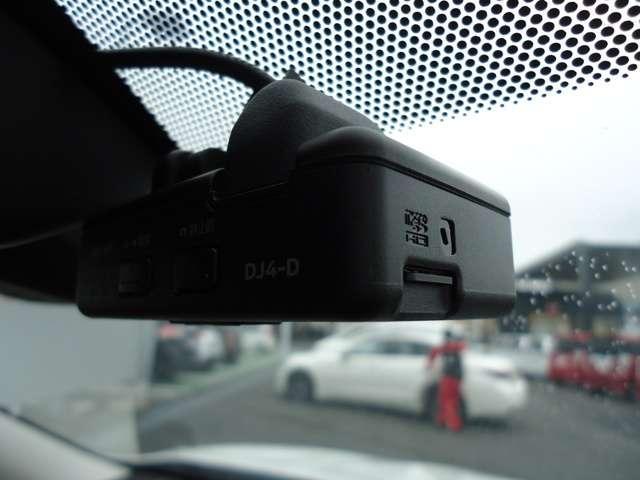 燃費性能に優れる「2WD」、自動的に前後トルク配分を行う「AUTO」、高い走破性を発揮する「LOCK」の3つのモードを、スイッチ操作で簡単に切り換えられます!◆全席シートヒーターを装備しています☆