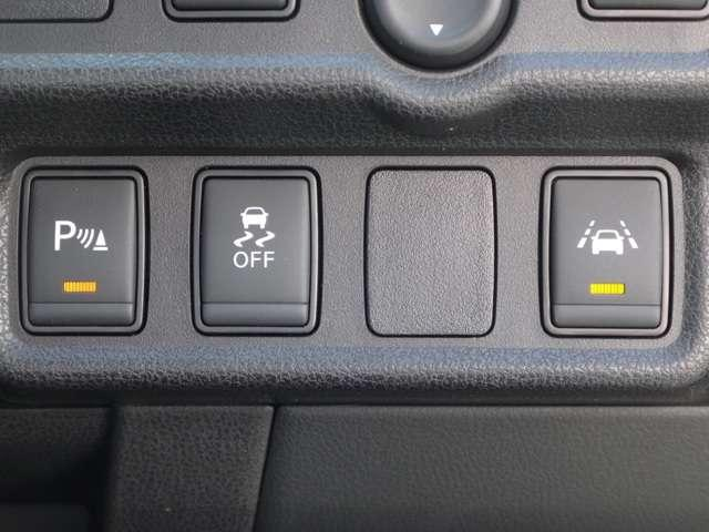 横滑り防止装置付き☆滑りやすい路面やカーブなどでしっかりと運転をアシストしてくれます!◆車線逸脱警報装置
