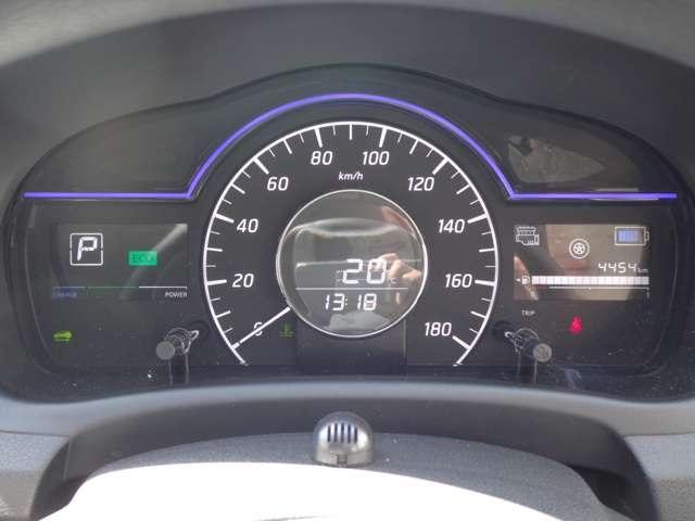 e-POWER専用メーター★モーター出力、エネルギーフロー表示、各種燃費表示機能、バッテリー残量、デジタル時計、航続可能距離などが表示されます。 走行距離 4454km
