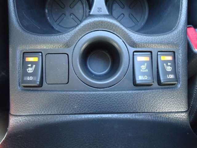 2.0 モード・プレミア 2WD 3列シート 黒革シート 純正メモリーナビ フルセグTV 衝突被害軽減ブレーキ&踏み間違い防止装置 全周囲カメラ サイド&カーテンエアバッグ シートヒーター ドライブレコーダー 19インチAW 電動リアゲート ワンオーナー(6枚目)