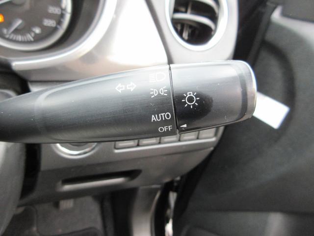 オートライト装備。高速道路のトンネル走行時などに便利な装備です。