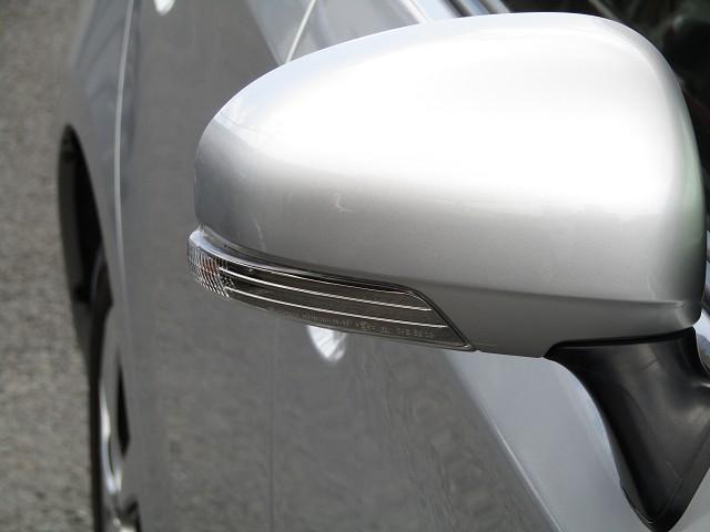 【ウィンカードアミラー!お洒落で機能的♪】周りの車に「ウインカー&ハザード」を気付いてもらえる装備です。だから、お洒落で安全・安心!ライバル車に差を付けたい方は必見のアイテムです♪