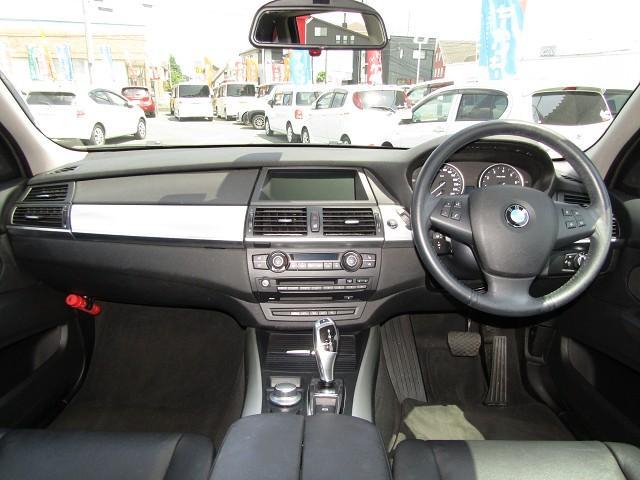 ドイツ車特有の高級感のあるドライビングシート!