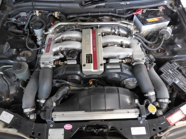 エンジンヘッドカバーのレッド色がツインターボの証です。