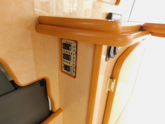 100V250Wインバーター 12Vソケット 電圧計
