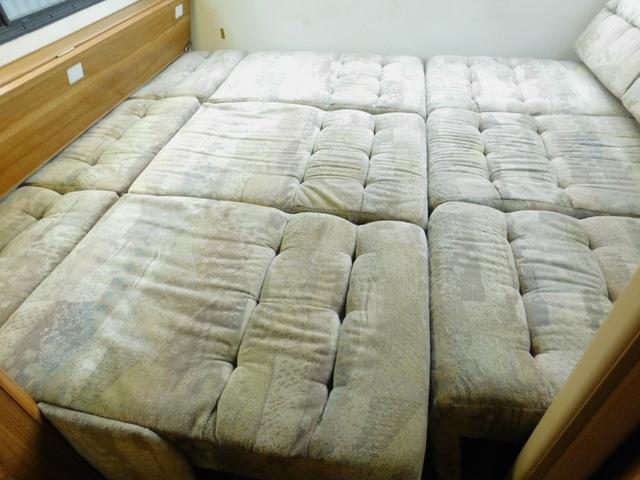 後部ダイネット部分ベッド展開時サイズ 長さ210cm幅200cm