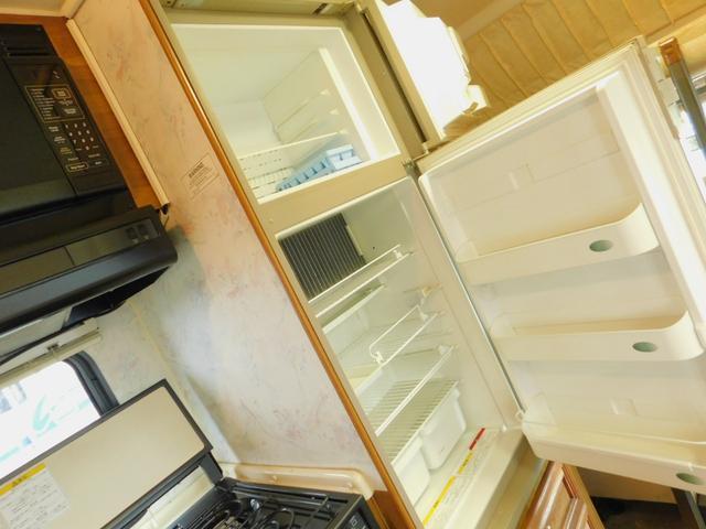ドメティック2ドア大型冷蔵庫 3ウェイ LPGボンベ15kg容量