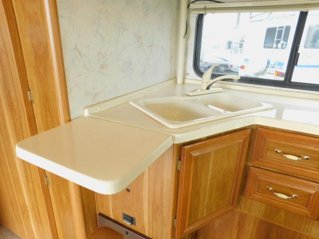 使い勝手の良いL字型キッチンカウンター 2層混合栓シンク