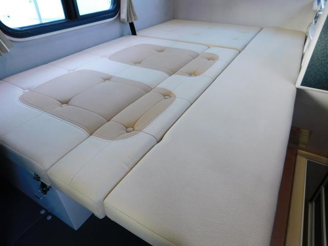 ダイネット部分ベッド展開時サイズ 長さ184cm幅112cm