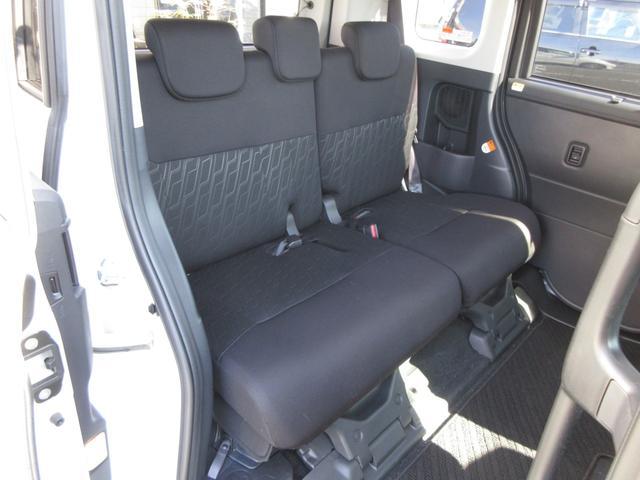 後席シートももちろんのこと綺麗な状態ですよ!自信をもって紹介できるお車です!