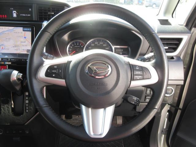 ステアリングは持ちやすいので運転しやすいですし、手元のボタンで操作ラクラク!