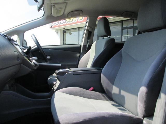 運転席助手席ともに広々スペースです!!
