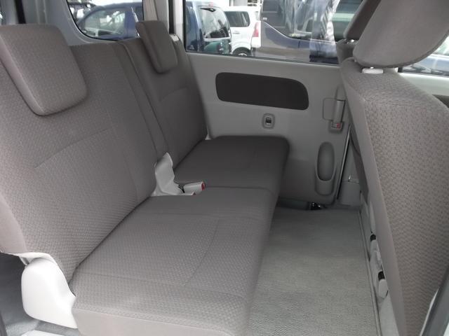 リヤシートは広いのでゆったり座れます。