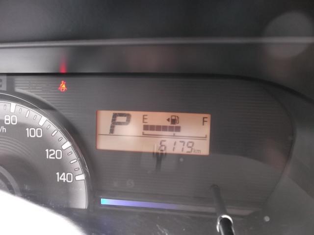 走行は6179km。メーター内のインフォメーションディスプレーは燃費計やシフト位置などなど、色んな情報を提供致します。